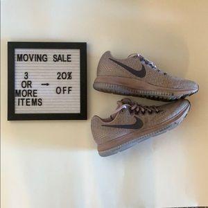 Women's Nike Zoom Size 7